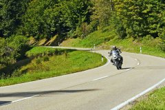 riding-a-motorcycle-2486990.jpg